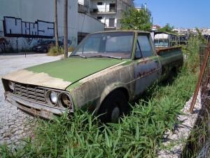 Старенькому автомобилю нужна охрана!